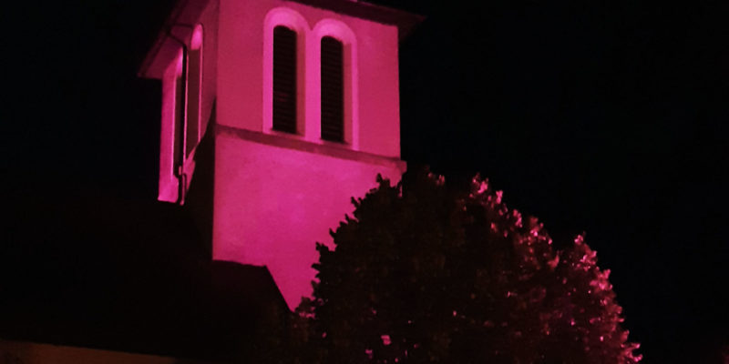 Illumination De L'Eglise Aux Couleurs D'Octobre Rose